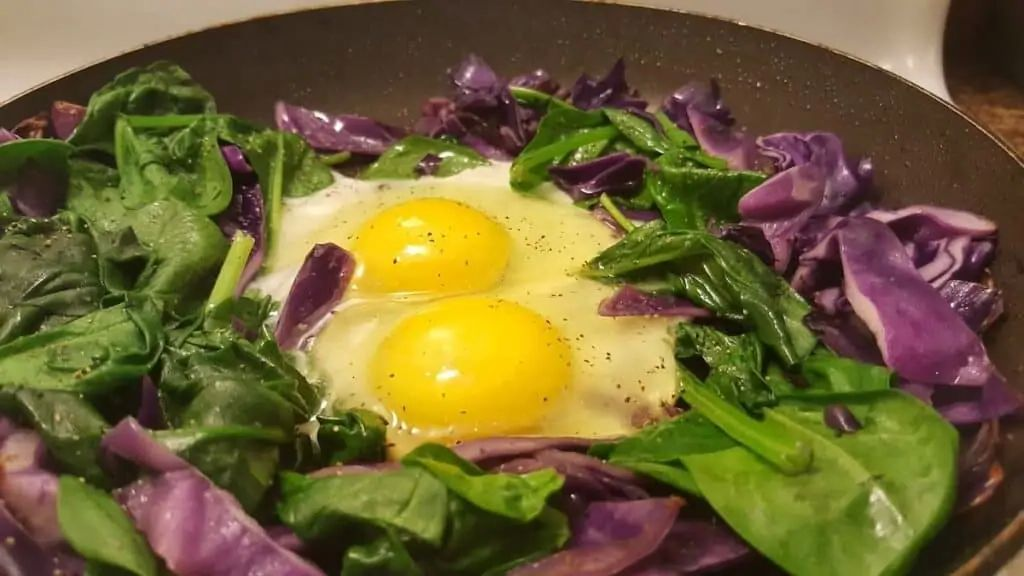 Provitamin A is found in spinach, while vitamin A is found in eggs.