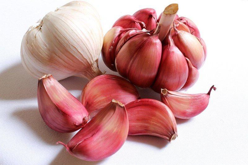 Does garlic actually help against nail fungus